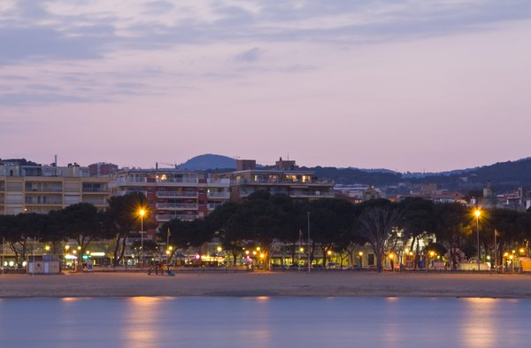 SFG - Costa Brava: SFG's beach at night