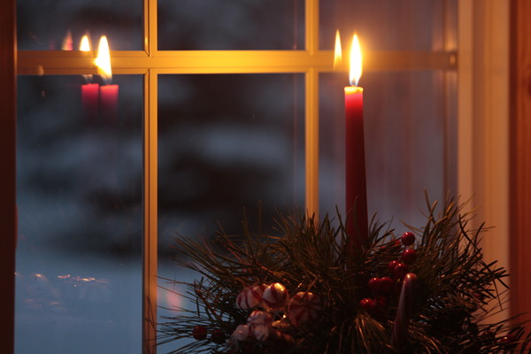 Christmas_candle_in_window_hrz: Red Christmas candle in paned window in winter.