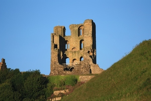 Scarborough Castle: Ruins of Scarborough Castle on the headland above the town