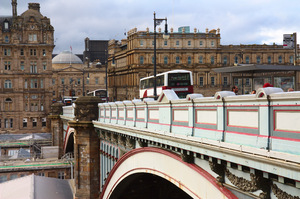 North Bridge Edinburgh: North Bridge in central Edinburgh, Scotland, carrying road above Waverley train station