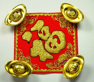 gold chinese decorations: gold Chinese decorations