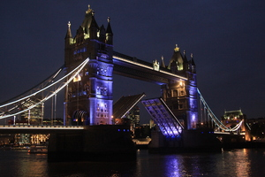 London by night: Tower bridge