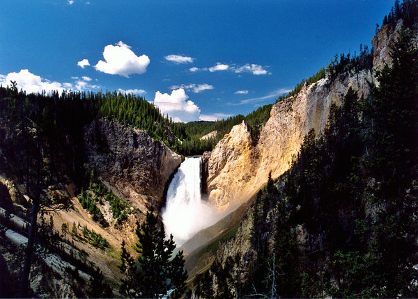 yellowstone falls: upper falls (yellowstone)