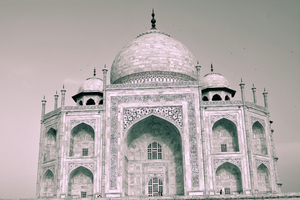 Taj Mahal Close-up Full View: Taj Mahal was build by Shah Jahan. This is a famous monument built in Agra, India from white marble.