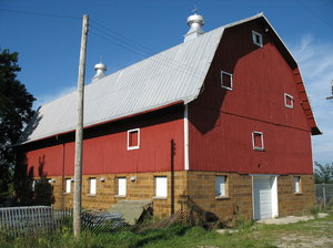 red barn: a red barn at the waukesha county expo center in wisconsin.