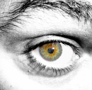 Eye with a hint of green: Bringing out the color in the eye