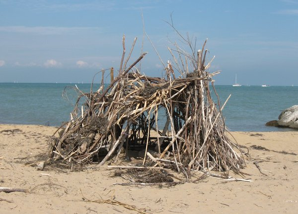 hut on the beach 1: hut made with branches, on a solitary beach