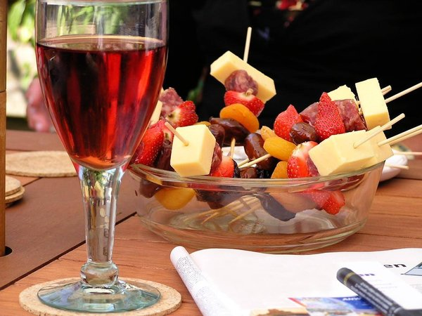 Wine and fruit: