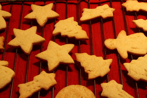 Cookies: Cookies fresh from oven.