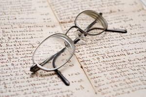 Spectacles 1: Correction lenses on old german handwriting