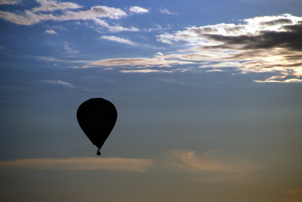 Sky with hot air baloon : Baloon travelling