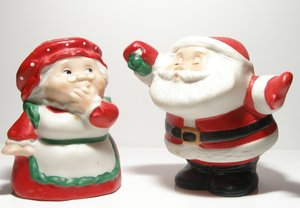Mr and Mrs Santa: Mr and Mrs Santa salt and pepper shakers