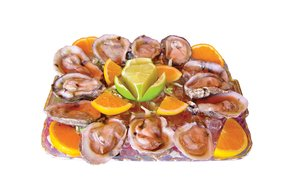 Oyster Platter: Fresh oysters on ice