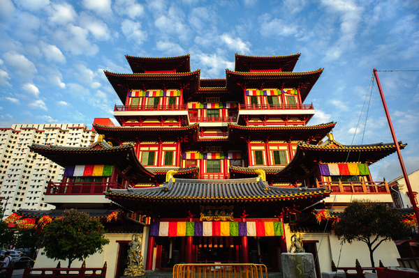 Buddha Tooth Relic Temple & Mu: Buddha Tooth Relic Temple and Museum, famous place at China town Singapore, SouthEast Asia