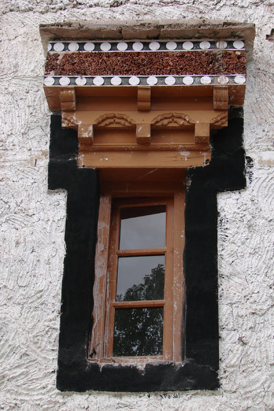 Traditional Ladakhi Building: Details of Windows and Roof of a typical Ladakhi Monastery