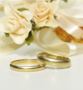 wedding rings: none