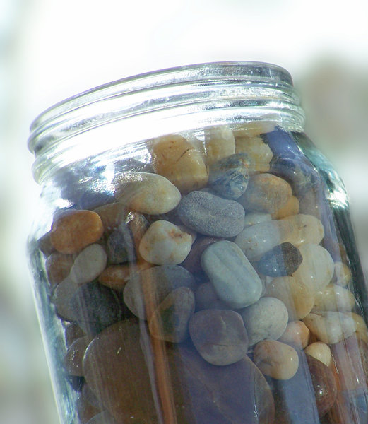 stones in the jam jar: pebbles and stones in a glass jar. Here I would once have used this as a preserving jar, but I hardly ever make preserves or jam anymore... the stones however jammed in quite nicely.
