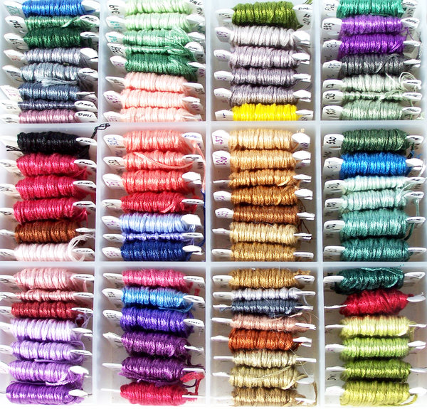 Colours for embroidery: Floss/cotton used for embroidery in organiser