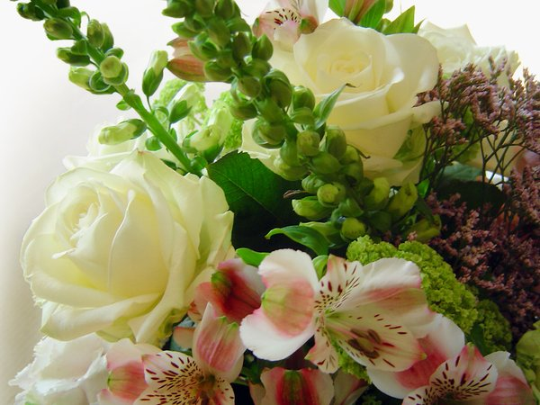 Huge flower bouquet 1: Great bunch of white/pink flowers