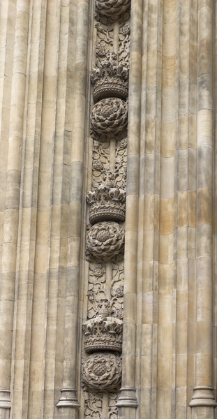 Rose and crown: Rose and crown carvings on the facade of the Houses of Parliament, London, England.