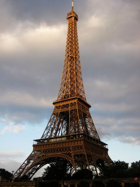 eiffel tower: Paris, France