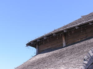 Wooden roof: An old wooden roof.
