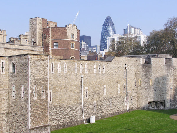 London Tower: An old castle walls.