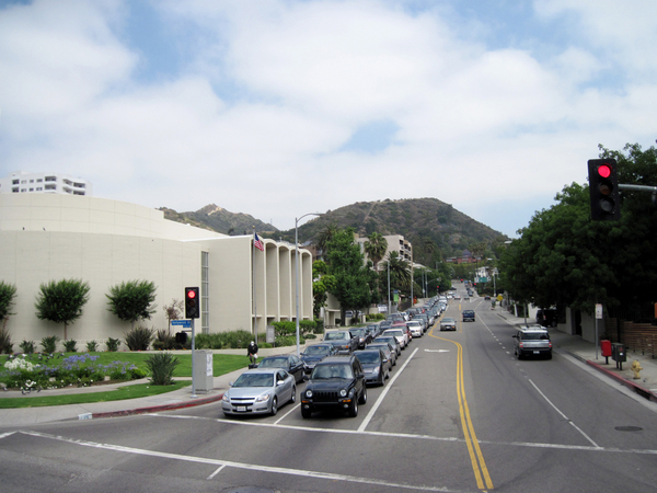 A street in Hollywood: A junction. Church on the left.