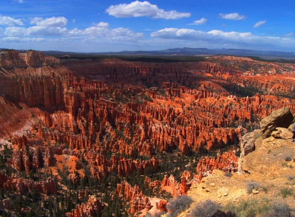 Bryce Amphitheater: Bryce Amphitheater red rock HooDoos formation - view from Inspiration Point in Bryce National Park, Bryce, Utah with views to the desert. Springtime
