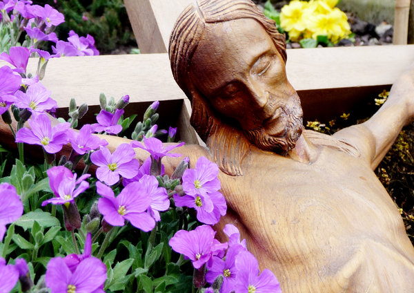 Easter Crucifix with flowers: Crucifix surrounded with flowers symbolising new life