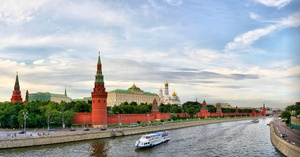 Moscow evening: This is a view of Moscow-river and Kremlin from Big Stony Bridge. This is preview only, full sized high quality shot is about 56 Mpixels. If you need it, contact me via SXC webform or by email openbox@mail.ruAny comments, please.