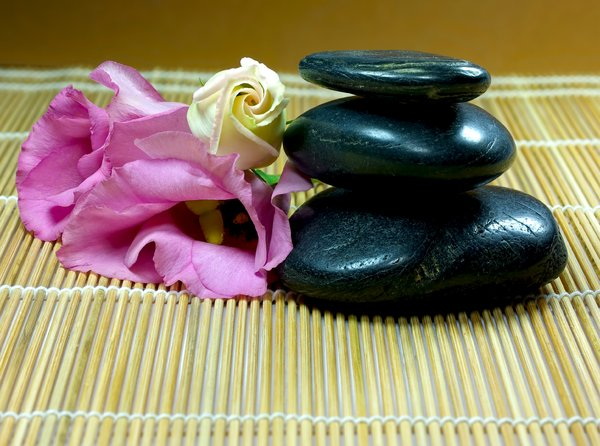 spa: black stones pink blossoms