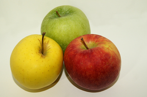 apples health: a trio of yellow, green and red apples