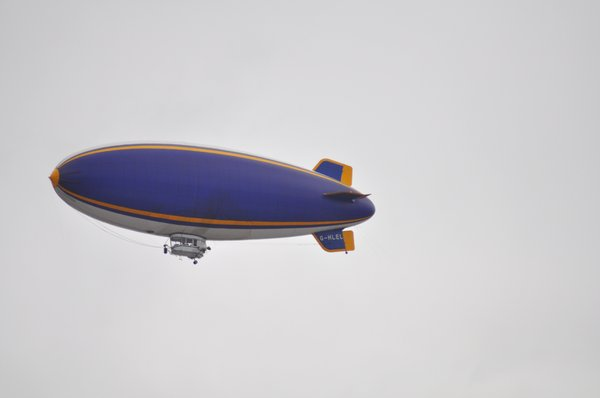 Zeppelin airship: no description