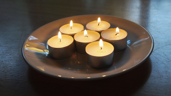 candles on a plate: In the absence of candles we burn small tea lights