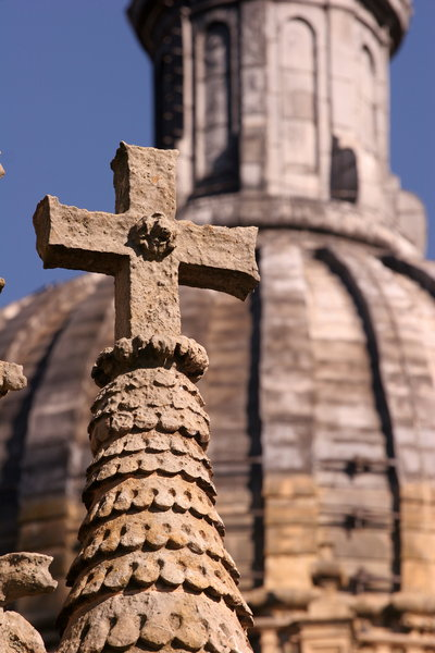 Cross: Close-up of cross on roof of Salamanca Cathedral