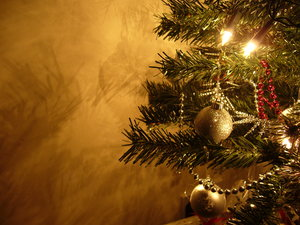 Graham's Christmas Tree 2: This year's Christmas tree, taking on board feedback about the photo of last year's tree and making sure I used a tripod and all the proper settings :) Enjoy!
