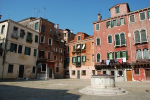 Well Square: Square, Venice, Italy.