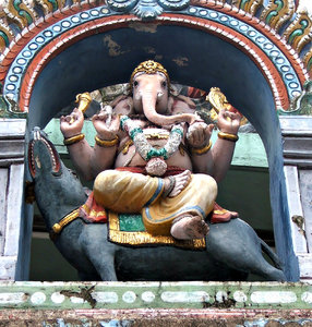 temple scene: rooftop temple artistic decorations, statues  and scenes