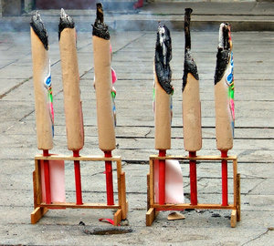 giant joss sticks: giant joss sticks lit as act of filial piety