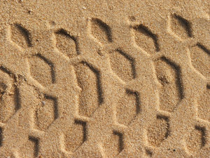 prints in the sand: tyre tracks/tire track on the sand