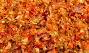 grated vegetable salad mix2: moist fresh grated mixed vegetable salad
