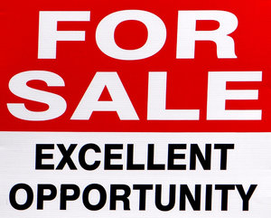 opportune sale: appealing and suggestive 'For Sale' sign