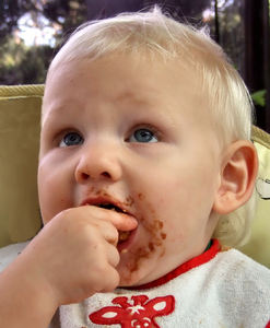 eating delight3: toddler's fun and joy of feeding himself