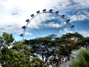 Singapore flyer2: giant ferris wheel in Singapore