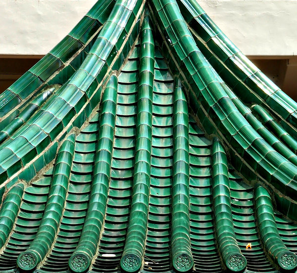 green Chinese roof: traditional green Chinese tiled roof