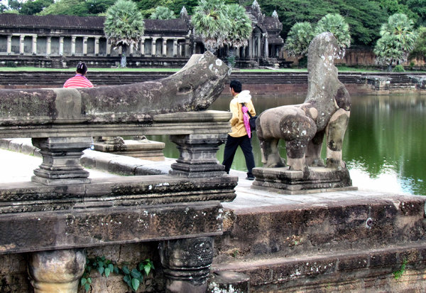 Angkor Wat stonework1: artistic carvings and stonework at Cambodia's Angkor Wat temple complex