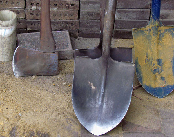 digging tools1: tools used by paving workmen