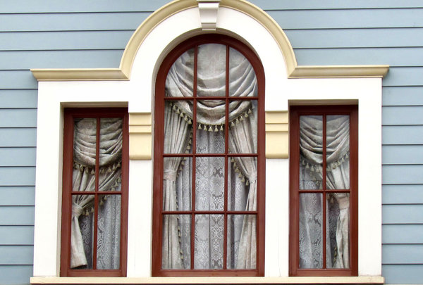 well framed: distinctive window frames with artistically arranged curtains