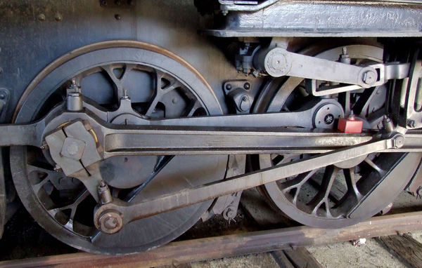 historic power wheels4: large and powerful historic steam locomotive wheels
